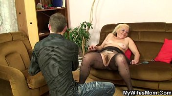 she found out her hubby had cheated porno de los 80 with her old mom