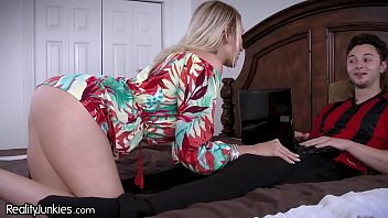 bokepxv com best friends cougar mom is starving for my cock
