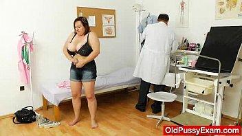 fat milf xxx5 brunette gets a gyno