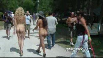 nude leslie bibb nude in public