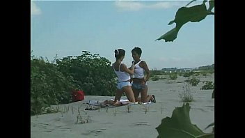 lay mom  com lesbians on the sand