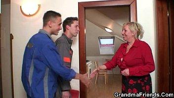 old widow pleases two nishaxxx repair men