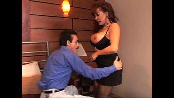 une salope mure se fait baiser comme une chienne www xnx movies com avec sodomie