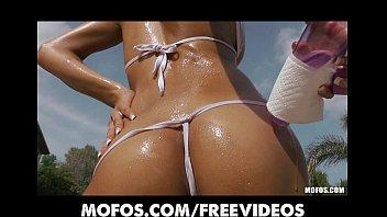 stunning sun moviesxxx tanned bikini babe masturbates by the pool