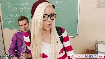 porno viol geeky schoolgirl halle von fuck in classroom