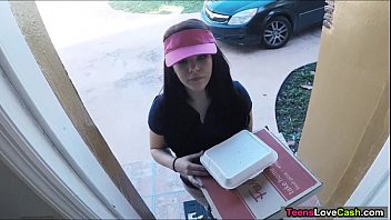 kimber woods delivers pizza and bangs customer poran sex for more tips