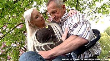 busty blond teen gives head to chudai kaise hoti hai a senior outdoors