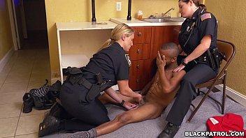 cops suck black andrasex dick after arrest