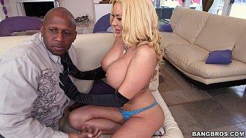 huge ass on this xxx porner blonde milf