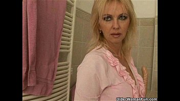 mom rather masturbates sexy video clips than do housekeeping