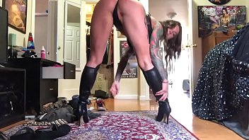 puss sexop in leather boots worship