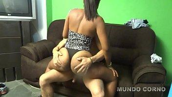 esposa negra rabuda chupando a nude british girl pica do comedor dotado na frente do corno