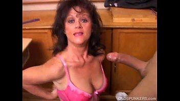 gorgeous mature babe gives mia malkova nude a blowjob lesson