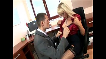 secretary in thigh highs pornotanke fucking at the office