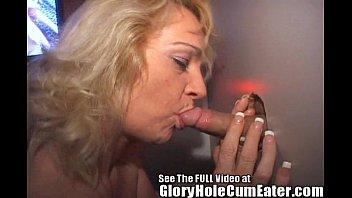 mature slut eats xitiaoliuli glory hole cum