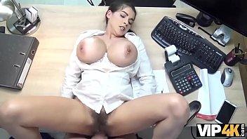 vip4k. buxom babe tiene japanesxxx nuevos senos pero no tiene dinero para pagarlos