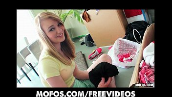 pornoxxx teen gf takes a break from packing boxes to be stuffed with cock
