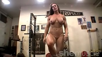 xnxx pro2 nude woman bodybuilder poses in the gym
