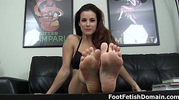 suck com xxx on my toes bitch