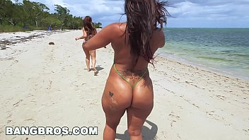 asstastic day at english x picture the beach with spicy j and miss raquel ap15087