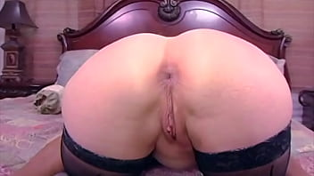 nina hartley aime xnxxn les bites noires et les creampies