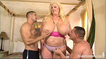 curvy southern milf zoey andrews fucks 2 pron sex young studs