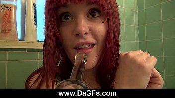 sexe live dildo fun in the shower