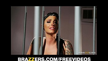 busty prison sexvidoes inmate eva angelina gets gang-banged in the shower