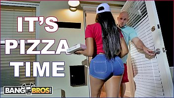 bangbros - black pizza delivery bathroom sex girl moriah mills delivers her big ass to j-mac