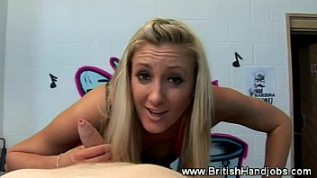 blond slut is not very sexofotos impresssed with his cock