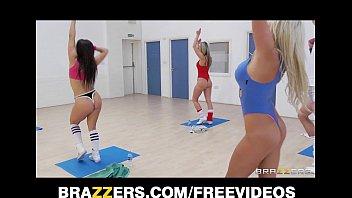 slutty blonde aerobics teacher rides her bindi irwin naked student s big-cock