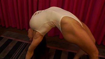 female sunny leone masturbation bodybuilder shows off flexibility